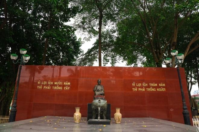 quảng trường trung tâm, tượng đài Bác Hồ, đại học Lâm nghiệp
