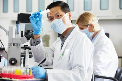 nghiên cứu viên ngành Công nghệ sinh học