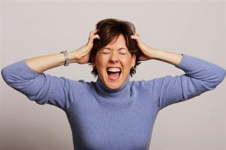 mắt bị giật giật, căng thẳng, stress, áp lực
