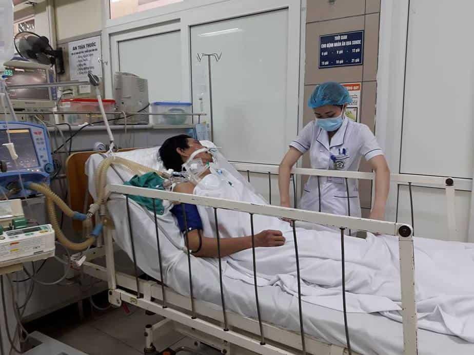 Nạn nhân ngộ độc rượu có methanol đang điều trị tích cực tại Trung tâm chống độc- Bệnh viện Bạch Mai