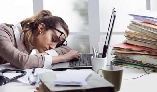 thiếu ngủ, ngủ ít, khó ngủ, căng thẳng, mắt giật, máy mắt