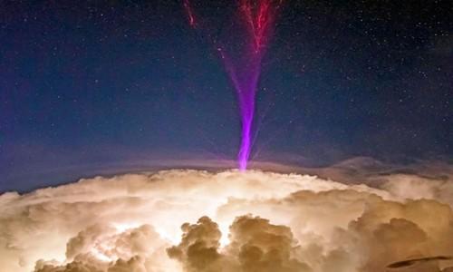 Sét tầng điện ly thường xuất hiện ở những đám mây gây ra nhiều mưa.