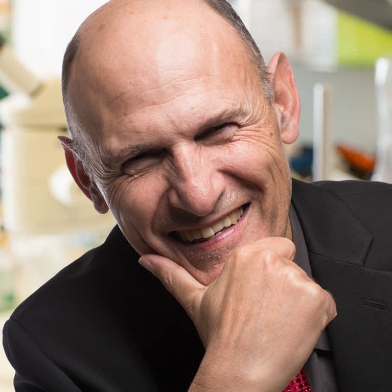 Thêm một cách tế bào ung thư lẩn tránh hệ miễn dịch, Giáo sư Juan Carlos Izpisua Belmont, miR25, miR93